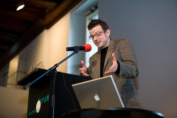 Nick Luthi, Chefredaktor Medienmagazin <<Klartext>>, am 17. Berner Medientag im Kornhausforum Bern zum Thema <<Hilfe die Zurcher kommen! Wie weiter nach dem Tamedia-Deal?>>. (C) Daniel Bernet