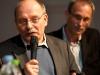 Ueli Eckstein (Espace Media Groupe) und Urs Rueb (Media Plus AG) am 19. Berner Medientag zum Thema <<Ausgepresste Presse - ist die abonnierte Zeitung am Ende?>> im Radiostudio Bern.